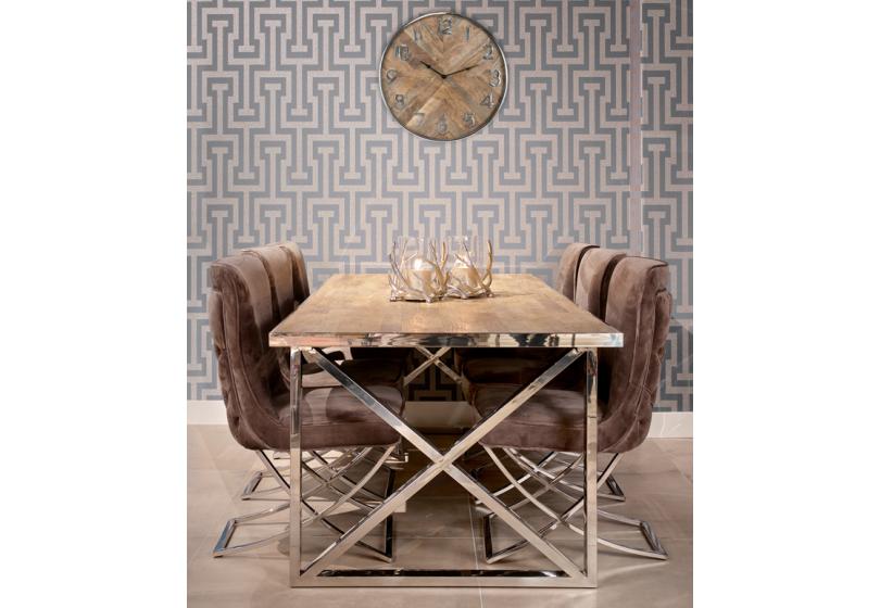 La table en bois ; pièce maîtresse de votre salle à manger.
